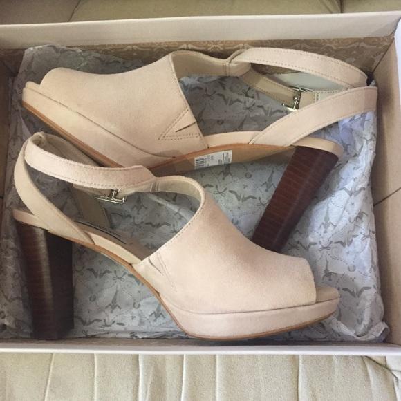 0f34c7d0807 NEW Clark s Kendra Charm nude suede peep toe heels